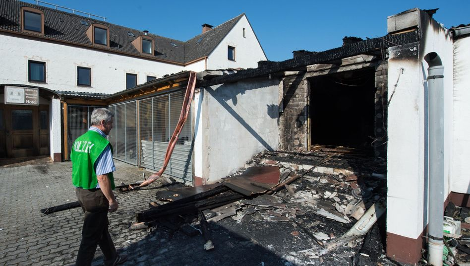 Spurenermittler am Tatort in Reichertshofen: Mindestens 150.000 Euro Sachschaden