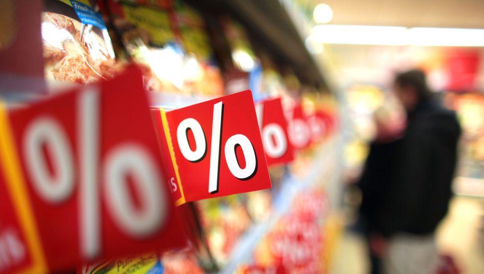 """Supermarktregal (Symbolbild): 42 Prozent gaben an, sie könnten sich """"fast alles leisten"""""""