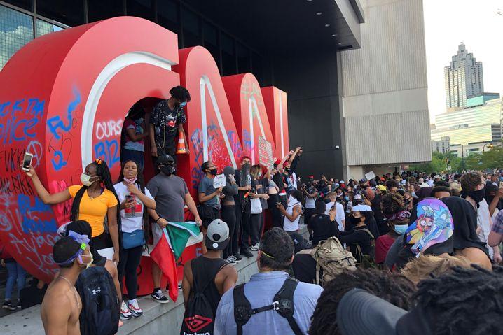 Das CNN-Headquarter in Atlanta wurde von Demonstranten angegriffen