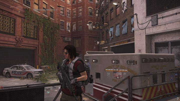 Neben den großen Straßen und verfallenen Gebäuden kann der Spieler auch Hinterhöfe erkunden