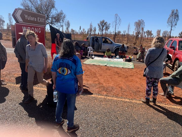 Blockade am Eingang zum Uluru-Nationalpark