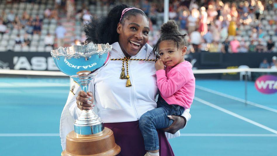 Serena Williams feierte den Turniersieg in Auckland mit ihrer Tochter Olympia