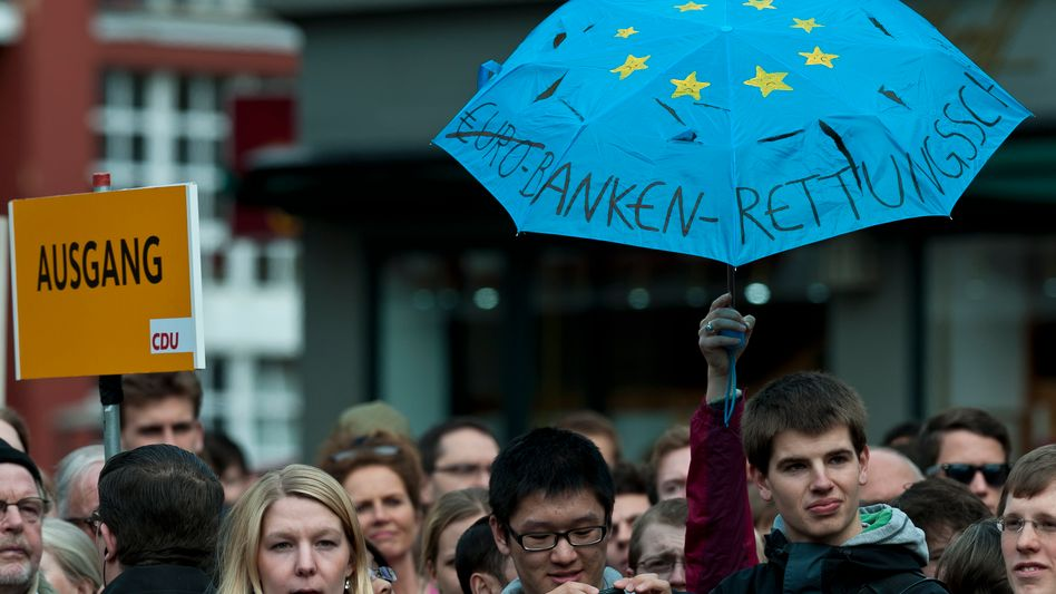 Protest gegen Rettungsschirm (bei CDU-Veranstaltung im April): Rekordklage gegen ESM