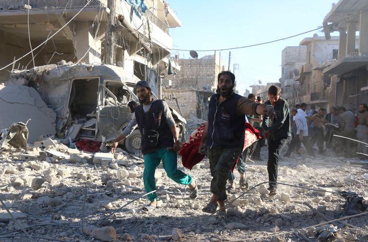 Helfer im Rebellengebiet von Aleppo