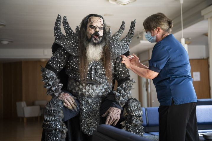 Mr. Lordi wird geimpft