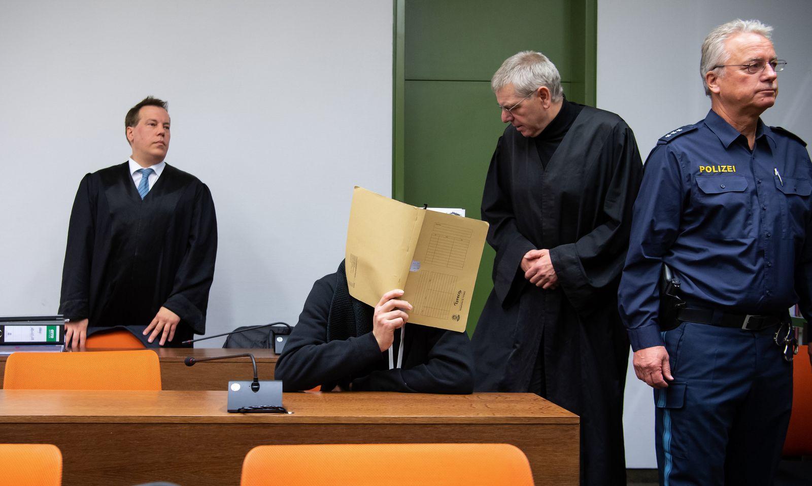 Lebensgefährliche Stromschläge - Falscher Arzt vor Gericht