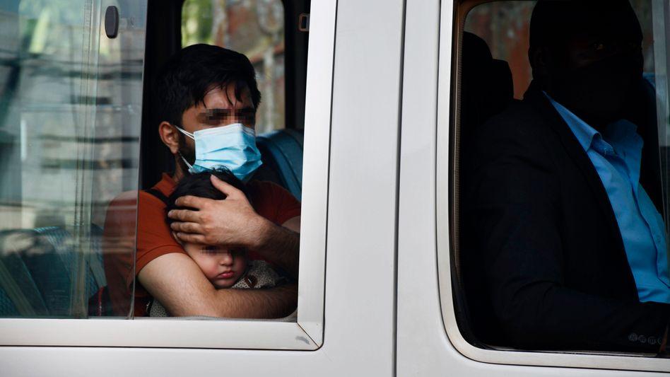 Gelandet in Entebbe: Die ersten Evakuierten aus Afghanistan sind in Uganda angekommen