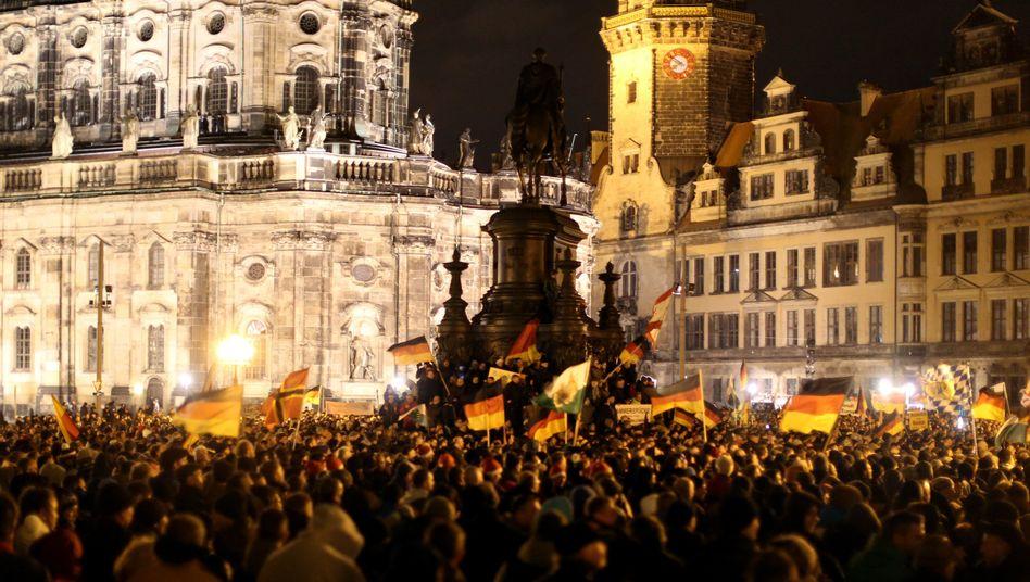 """Pegida-Anhänger am 22. Dezember in Dresden: CDU will """"eine ehrliche Einschätzung liefern"""""""