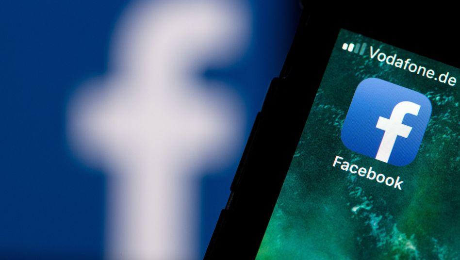 Logo der Facebook-App auf einem Smartphone