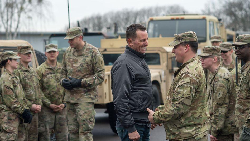 """US-Botschafter Richard Grenell besucht in der Clausewitz-Kaserne in Sachsen-Anhalt Soldaten der US-Armee (Februar 2019): """"Vergleichbar mit der Kommunistischen Partei Chinas"""""""