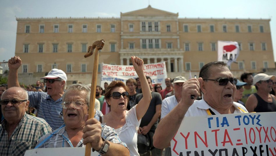 A protest in Athens: The head of Germany's largest industry association is calling for a serious rescue plan for Greece.