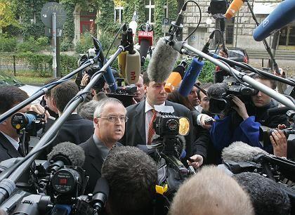 """Eichel (gestern vor dem Willy-Brandt-Haus): """"Ein Nachtragshaushalt ist nicht nötig"""""""