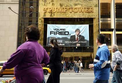 Werbebanner am Trump Tower in New York