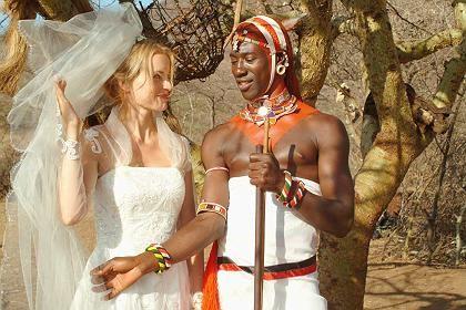 """Szene aus """"Die weiße Massai"""" (mit Nina Hoss, Jacky Ido): Erfolgreiche Bestseller-Verfilmung"""