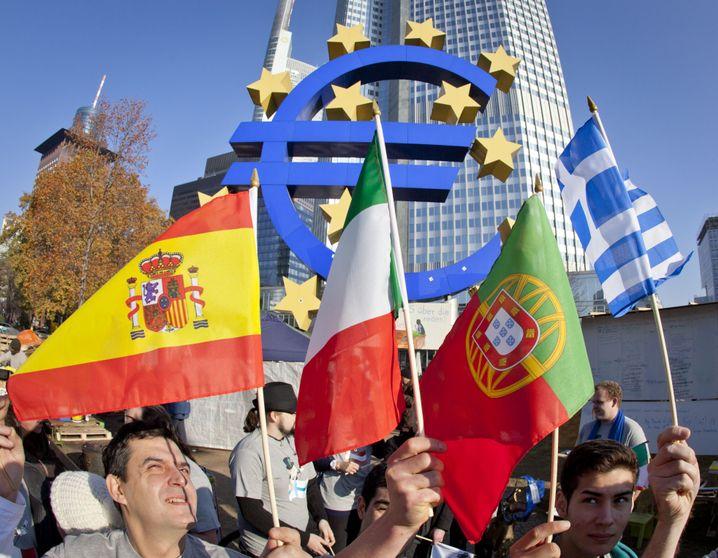 Landesfahnen vor der EZB in Frankfurt am Main