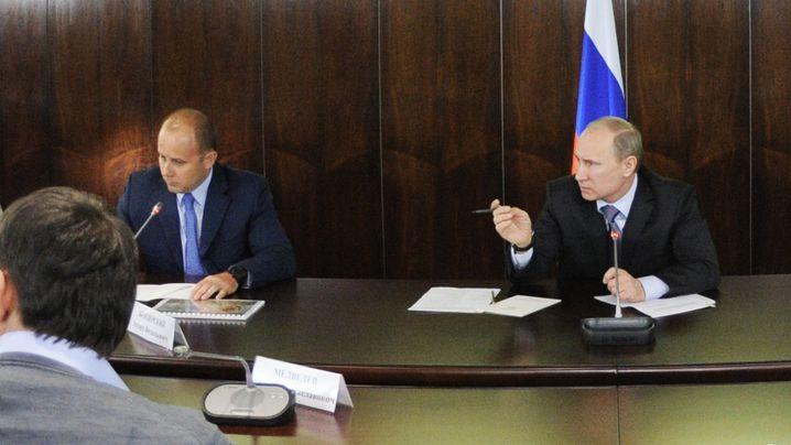 Heutiger Vympel-Vorsitzender Bendersky im Januar 2012 als Vertreter des Jagdsports bei einem Treffen mit dem damaligen Premierminister Wladimir Putin