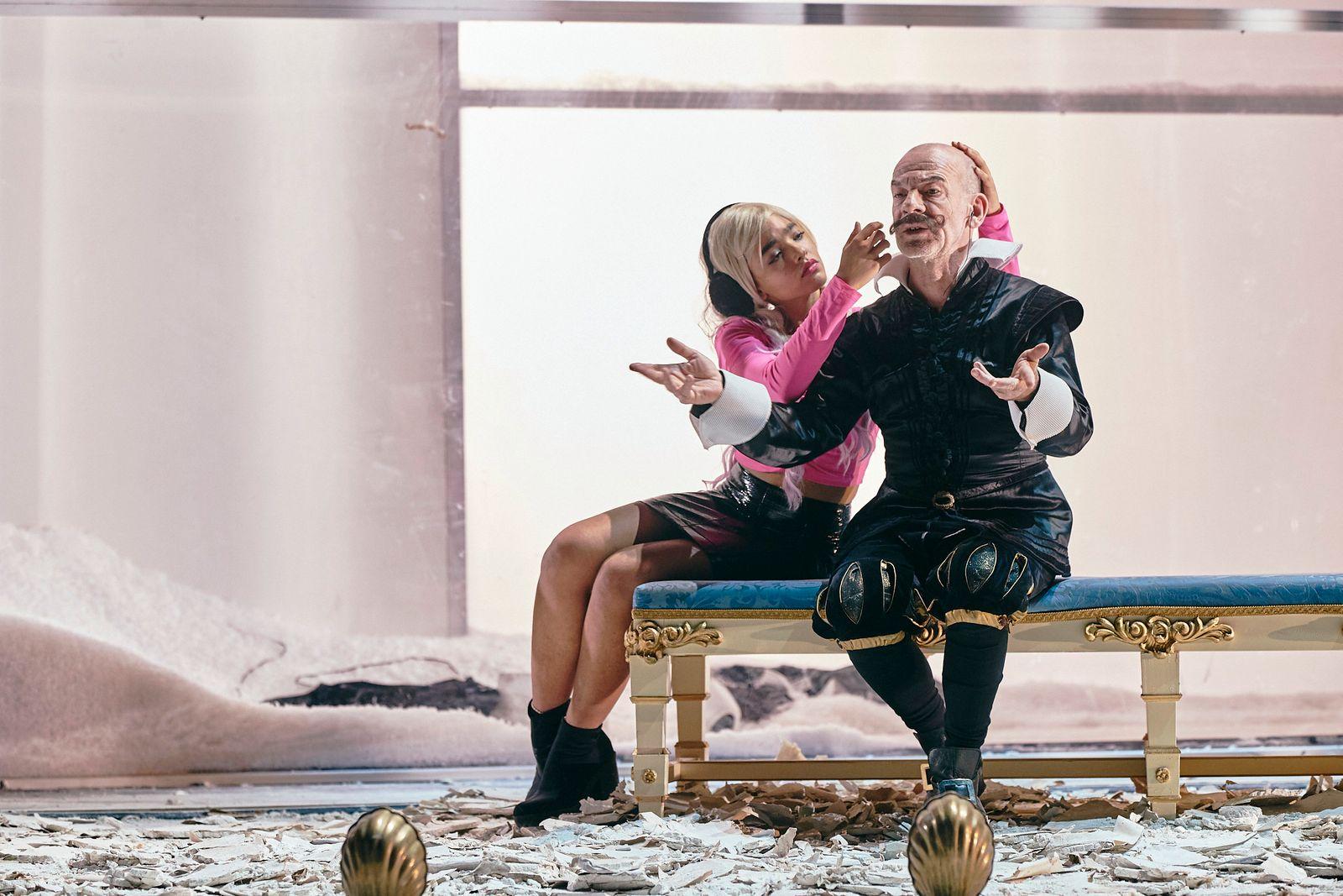 """""""Schwarzwasser"""" im Akademietheater"""