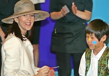 Prinzessin Mary strahlt bei einem Besuch in Japan: Ihr Kind soll im Oktober zur Welt kommen