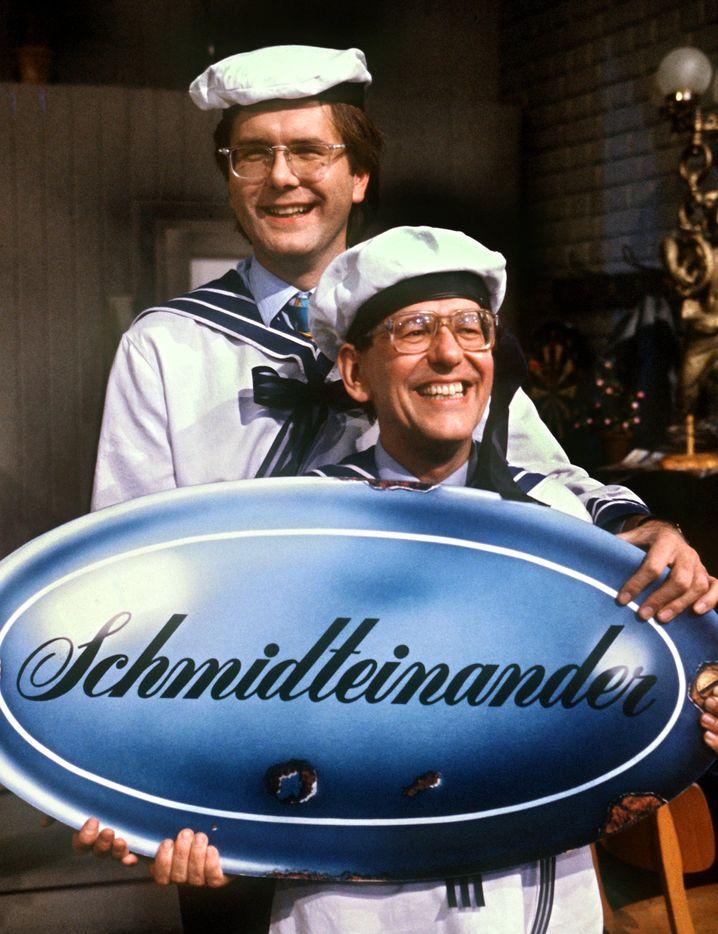 """Herbert Feuerstein als Harald Schmidts ewiger Sidekick in """"Schmidteinander""""."""