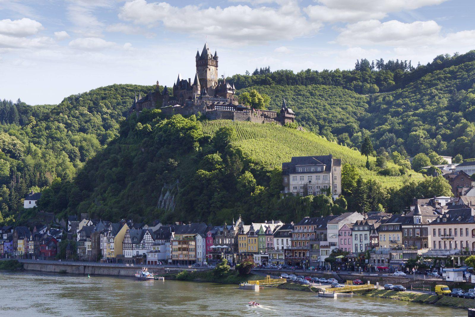 Germany Rhineland Palatinate Cochem imperial Castle in Mosel valley PUBLICATIONxINxGERxSUIxAUTxHU
