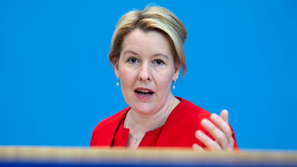 Familienministerin Giffey (SPD): Hilfen an Maßnahmen zur Geschlechtergerechtigkeit knüpfen
