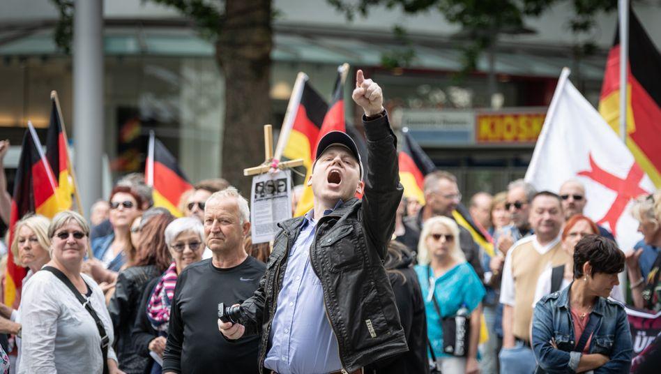 Rechte Demonstranten (beim »Tag der Patrioten« in Hannover 2018)
