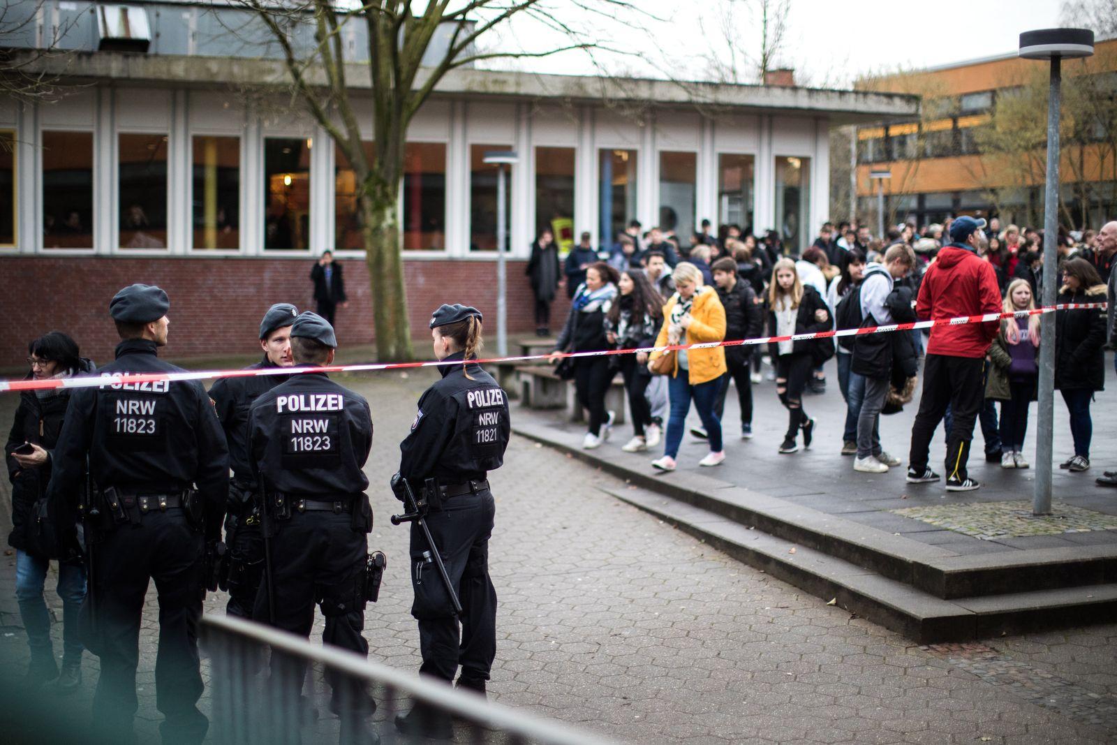 EINMALIGE VERWENDUNG Gesamtschule/ Mord an Mitschüler/ Lünen