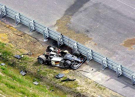 Das zertrümmerte Auto vom Michele Alboreto