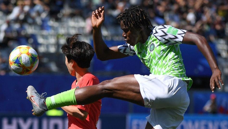 Nigerias Superstar Asisat Oshoala, hier im WM-Spiel gegen Südkorea, wurde bereits dreimal zur besten Spielerin Afrikas gewählt.