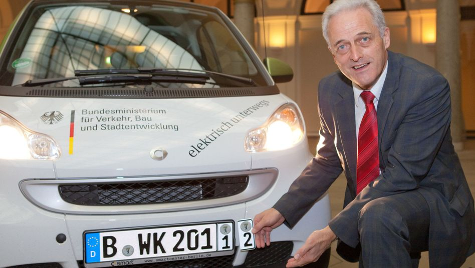 Bundesverkehrsminister: Peter Ramsauer mit Wechselkennzeichen