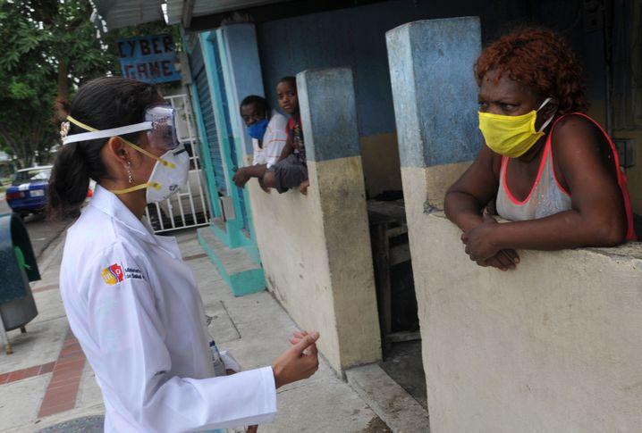 Ecuador hat in der Coronakrise eine Ausgangssperre verhängt, um die Bewohner zu schützen - doch in der Quarantäne sind Frauen und Kinder noch mehr Gewalt ausgesetzt.