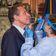 New Yorks Gouverneur lässt sich live auf Coronavirus testen