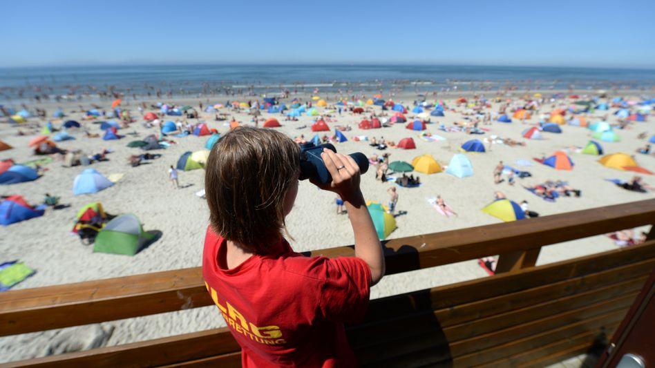 Badeaufsicht in St. Peter-Ording: 250 Badetote in der Sommersaison 2013
