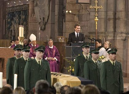 Baden-Württemberg Governor Günther Oettinger delivering the controversial eulogy at the funeral for Hans Filbinger.