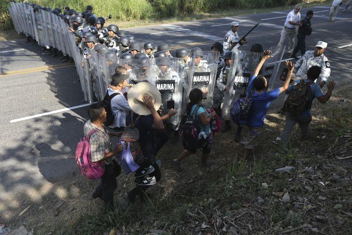Die Migranten gehörten größtenteils einer sogenannten Karawane von rund 3500 Menschen an