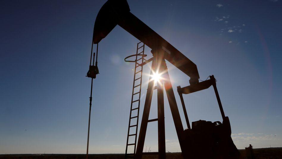 Ölpumpe in Texas: Tägliche Förderung um rund zehn Prozent gekürzt