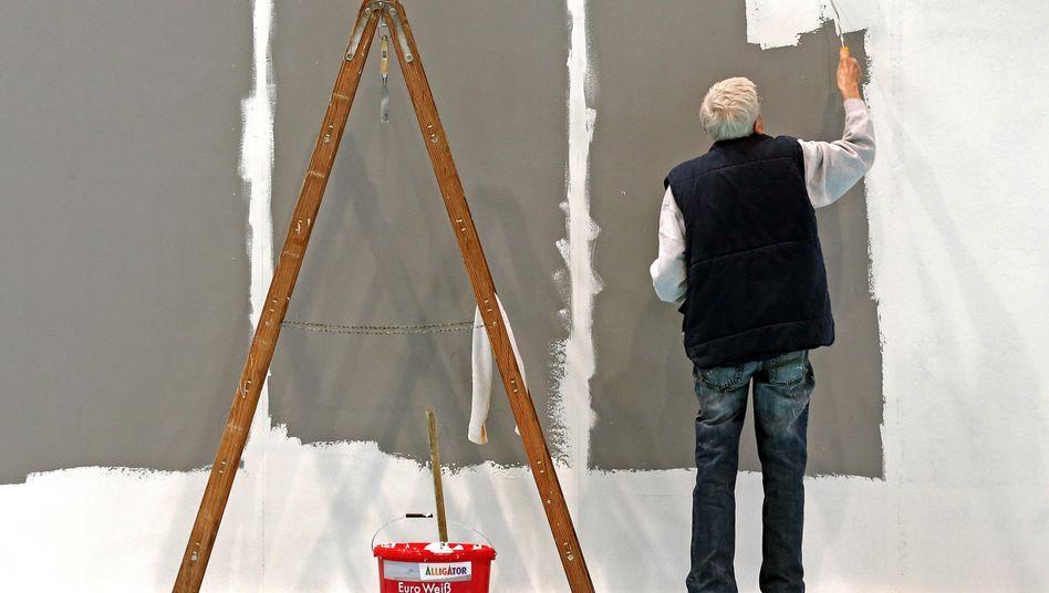 Älterer Mann während der Arbeit: Wachsende Zahl