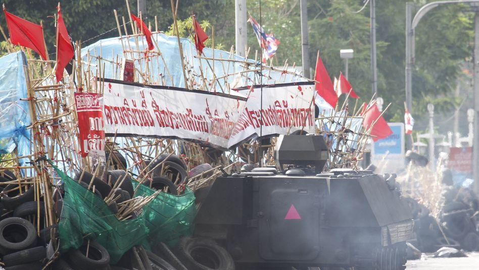 Schlacht mit Rothemden: Thailands Armee stürmt Protest-Zone in Bangkok