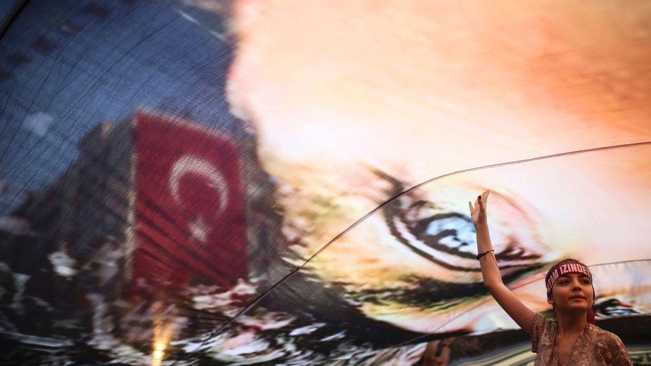 Demonstration auf dem Gundogdu Platz in Izmir am 4. August 2016 nach dem Putschversuch