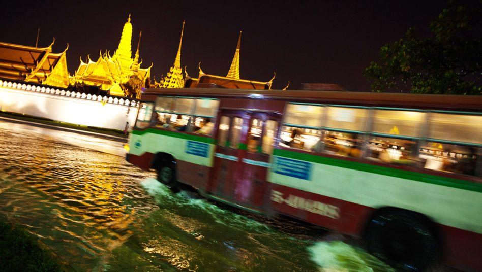 Katastrophenbild vom Oktober: Auch der Königspalast stand zeitweise unter Wasser
