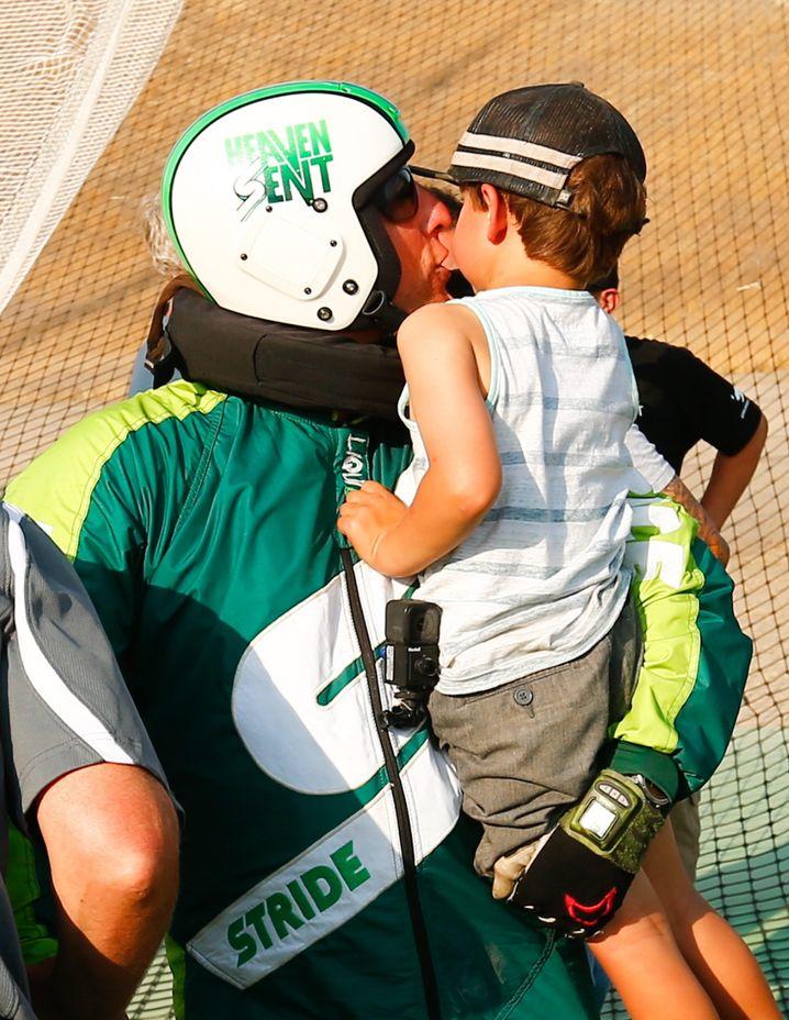 Luke Aikins mit Sohn Logan