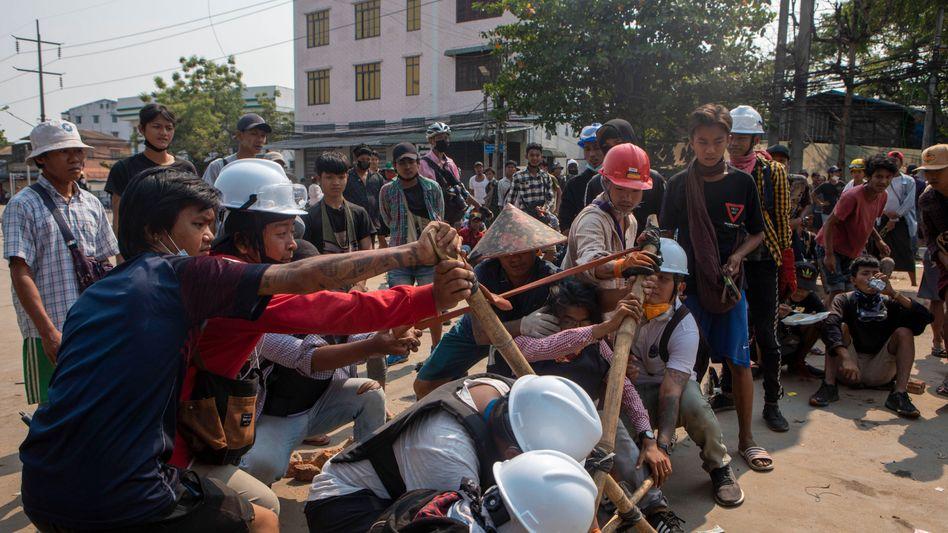 Straßenkämpfe in Yangon, Myanmar