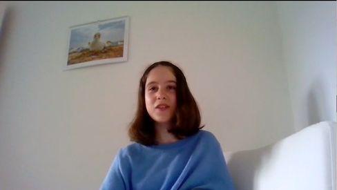 """Emilia geht gern in den Zoo. Ein Lieblingstier hat sie allerdings nicht. """"Ich finde jedes Tier faszinierend"""", sagt sie. Emilia liebt auch das Theaterspielen. Später will sie als Journalistin arbeiten."""