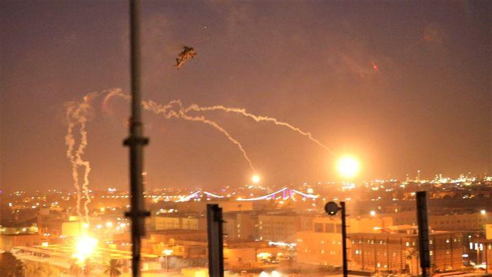 "US-""Apache""-Helikopter feuern Signalraketen über Bagdad ab"