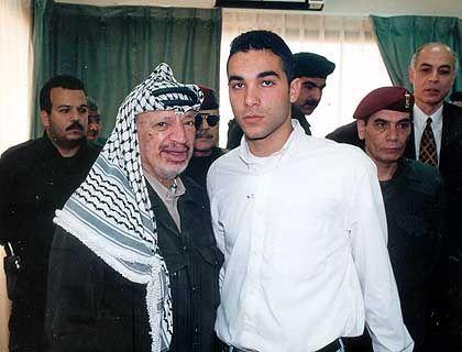 Tariq Jabbar mit Adoptivvater Arafat: Nicht immer wie ein leiblicher Vater