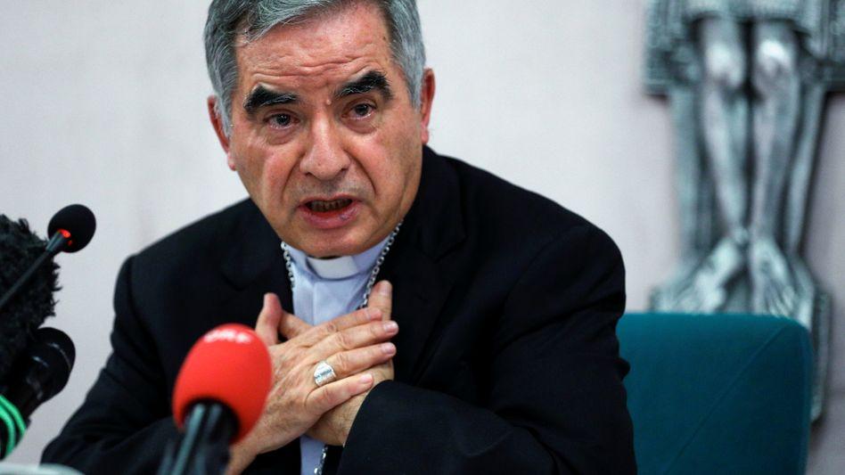 """Kardinal Giovanni Angelo Becciu bei einer Pressekonferenz am Freitag in Rom: Entlassung """"wie ein Blitz aus heiterem Himmel"""""""