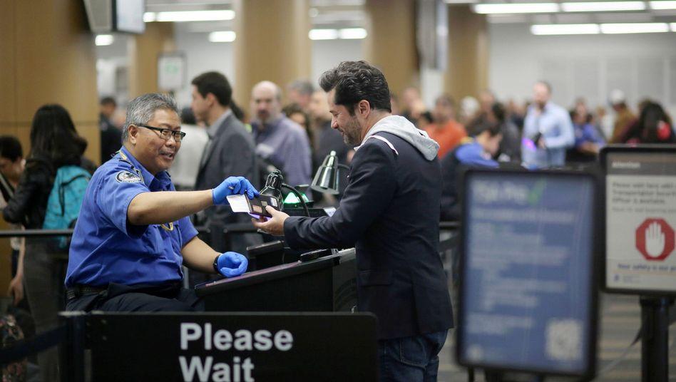 Passkontrolle in San Francisco: Besser keine Bombenscherze