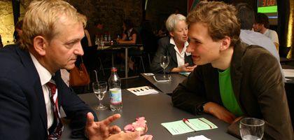Albert Vorster (r.) beim Speed-Dating mit Johannes Gröger (Freie Wähler)