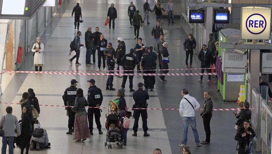 Täter auf der Flucht: Messerattacke auf französischen Soldaten in Paris