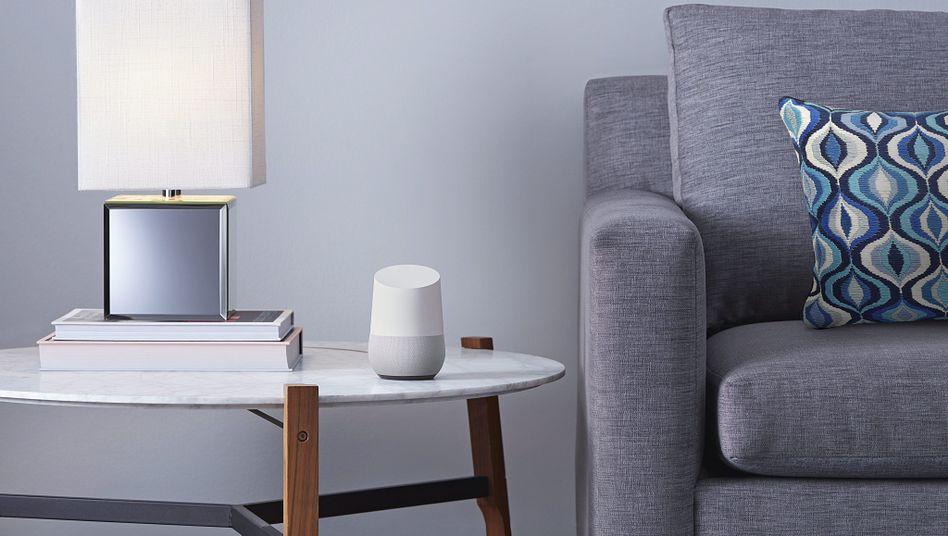 Smartspeaker in einem Wohnzimmer (Symbolfoto)